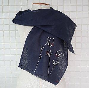 Echarpe azul flores brancas