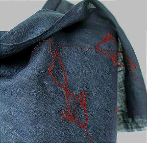 Echarpe azul marinho carpas vermelhas