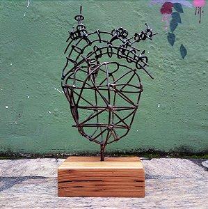 Escultura coração de arame