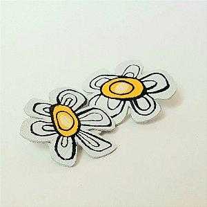 Brinco flores astrais - branca