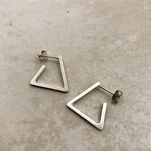 Argola em Prata Triângulo Moderno