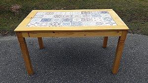 Mesa com Cerâmica