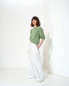 Calça Pantalona em Sarja com Pregas
