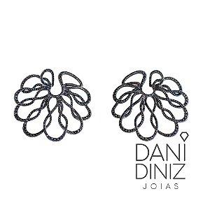 Brinco statement flor cravejado de zircônias negras