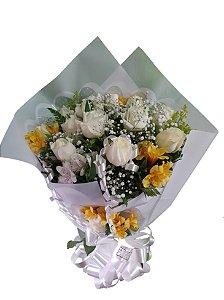 Buquê Tradicional com 12 Rosas Brancas