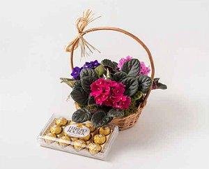 Cestinha com Violetas e Ferrero Rocher