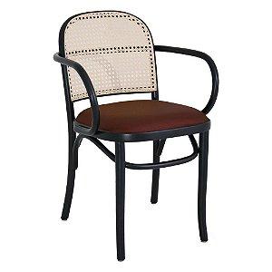 Cadeira Meridien com braços assento estofado e encosto em palha