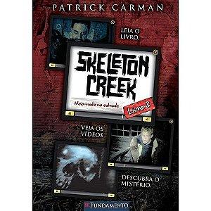 Livro Skeleton Creek 3 - Meia-Noite Na Estrada