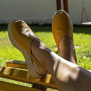 Sandália Flatform Girardis em Couro Mostarda