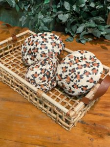 Cesta Importada com alças em couro e cocos pintados