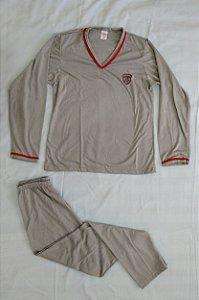 Pijama Infantil Masculino Longo e Gola V - Cinza com Detalhes em Vermelho e Escudo Bordado