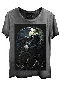Camiseta Estonada Gola Canoa Corte a Fio Caveira Axe
