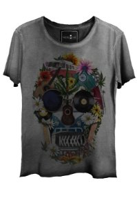 Camiseta Estonada Gola Canoa Corte a Fio Scared Skull