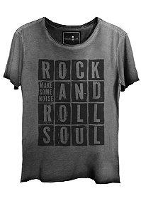 Camiseta Estonada Gola Canoa Corte a Fio Rock and Roll