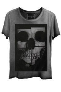 Camiseta  Estonada Gola Canoa  Skull Mirror Corte a Fio