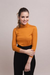 T-shirt Feminina Modal Gola Alta - Amarelo Saffron