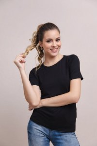 T-Shirt Feminina Gola Careca Modal - Preta