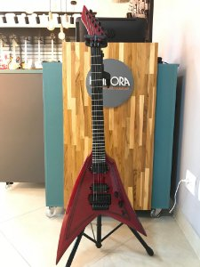Guitarra Washburn Flying V WV40 Vindicator Vermelha com Bag