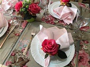 O clássico da mesa posta, vejo flores em você.