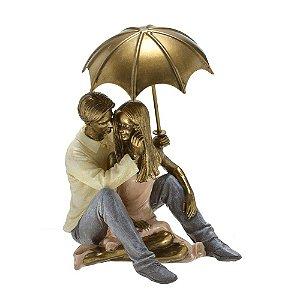 Estatua Decorativa Casal Sentado Com Guarda Chuva Mabruk