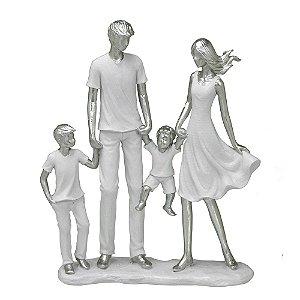 Estatua Família Decorativa Pais Com 2 Filhos Resina Mabruk