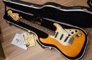 Guitarra Fender Stratocaster American Highway