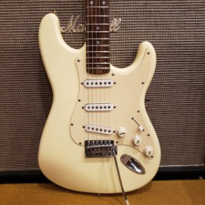 Guitarra Squier Stratocaster Bullet