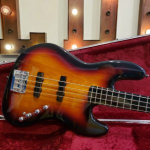 Squier Jazz Bass Deluxe Active