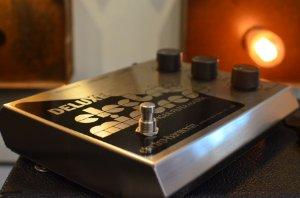 Pedal EHX Deluxe Eletric Mistress
