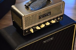 Amplificador VOX Night Train NT15H + Gabinete V212 NT