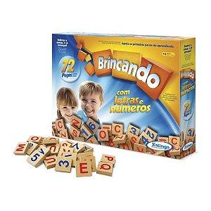 Jogo Pedagógico Madeira Brincando com Letras e Números 72 peças 50576 Xalingo