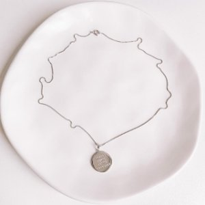 Colar Medalha Gratidão Banhado em Ródio Branco