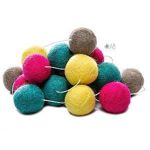 Guirlanda de Bolinhas de Feltro Combinação Amarelo, Cinza, Verde e Pink para decoração de quartos e festas infantis