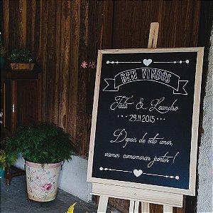 Quadro lousa com moldura em madeira para decorar casamentos e festas