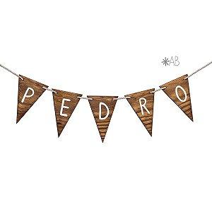 Bandeirola de madeira pinus escurecido para decorar quartos e festas infantis