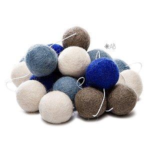 Guirlanda de Bolinhas de Feltro Combinação Azul Celeste, Azul Claro, Cinza e Branco