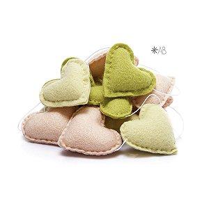 Guirlanda de Corações de Feltro Verde, Amarelo e Rosa para decoração de quartos e festas infantis