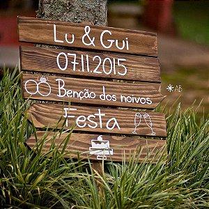 Placa de madeira para casamentos e festas com cinco mensagens