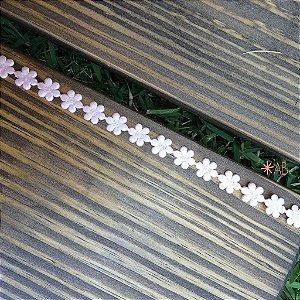 Faixa com mini flores de cetim rosa para decorar placas de casamentos