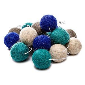 Guirlanda de Bolinhas de Feltro Combinação Azul e Verde para decoração de quartos e festas infantis