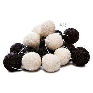 Guirlanda de Bolinhas de Feltro Combinação Branco e Preto para decoração de quartos e festas infantis