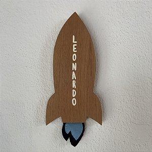 """Foguete """"Leonardo"""" em cedro"""