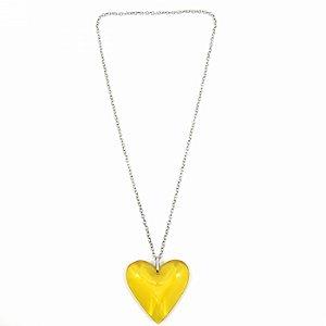 Colar Prateado Longo com Coração Amarelo