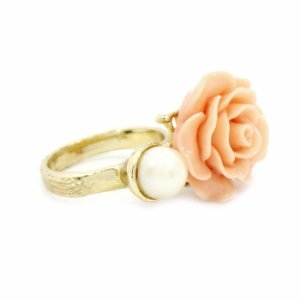 Anel Dourado Flor Salmão e Pérola