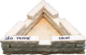 Cinzeiro triangular de pedra São Thomé - Grande
