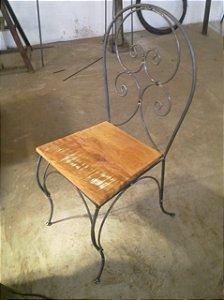 Cadeira Em Ferro E Madeira Ornatos