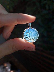 Pingente Flor de Lótus com pedra Ágata Azul em prata 925