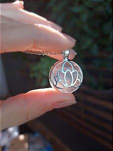 Pingente Flor de Lotus com Quartzo Rosa prata 925, tamanho de 20mm