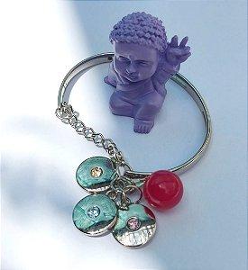 Pulseira rígida redonda com pingentes de harmonia, luz, serenidade e pedra Ágata Rosa.