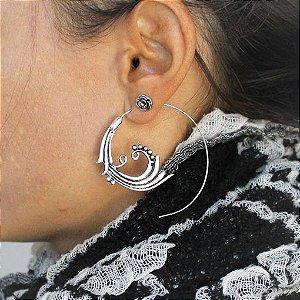 Brinco indiano espiral Onda banhado a prata com pino em aço inox antialérgico.